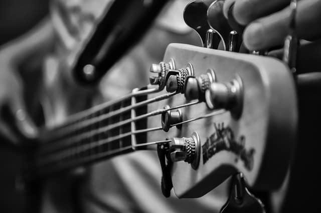 Aprende como afinar la guitarra